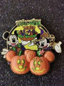 Halloween 2008 Free-D series - Mickey and Minnie  pin