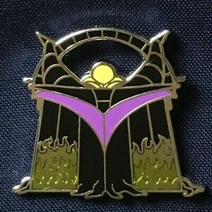 Maleficent - Mystery Handbag  pin