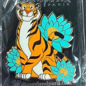 Rajah with blue flowers pin