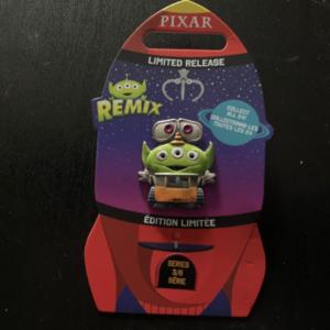 Alien Wall-E pin