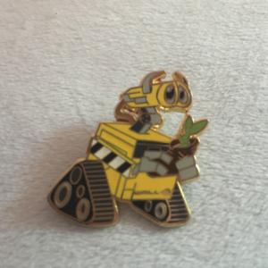 Wall-e holding plant pin