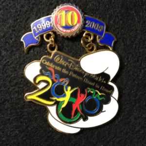 Pin Trading 10th Anniversary Tribute Millennium 2000 pin