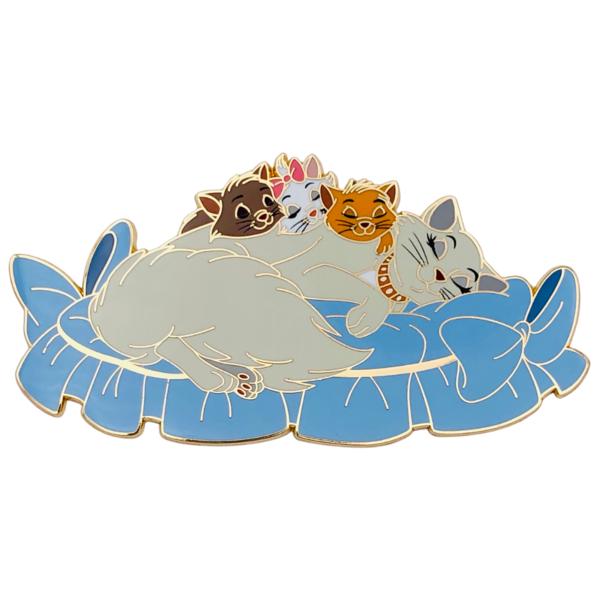 Duchess sleeping with kittens - Madame Catspurrr x FERNL pin