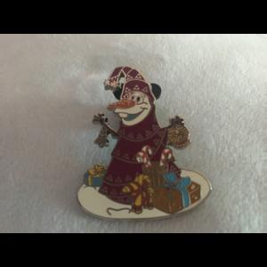 Olaf's frozen adventure Scarf Tree pin