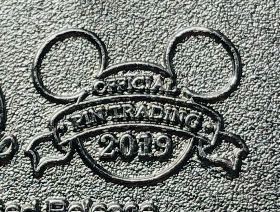 Here is a close up of one official pin trading logo, you can see how clear the detail is