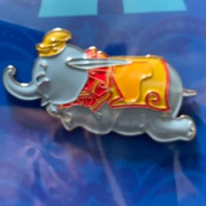 Dumbo flying elephant pin  pin