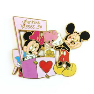 Disney Auctions Mickey & Minnie Valentine's Kissing Booth pin