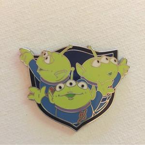 The alien trio pin