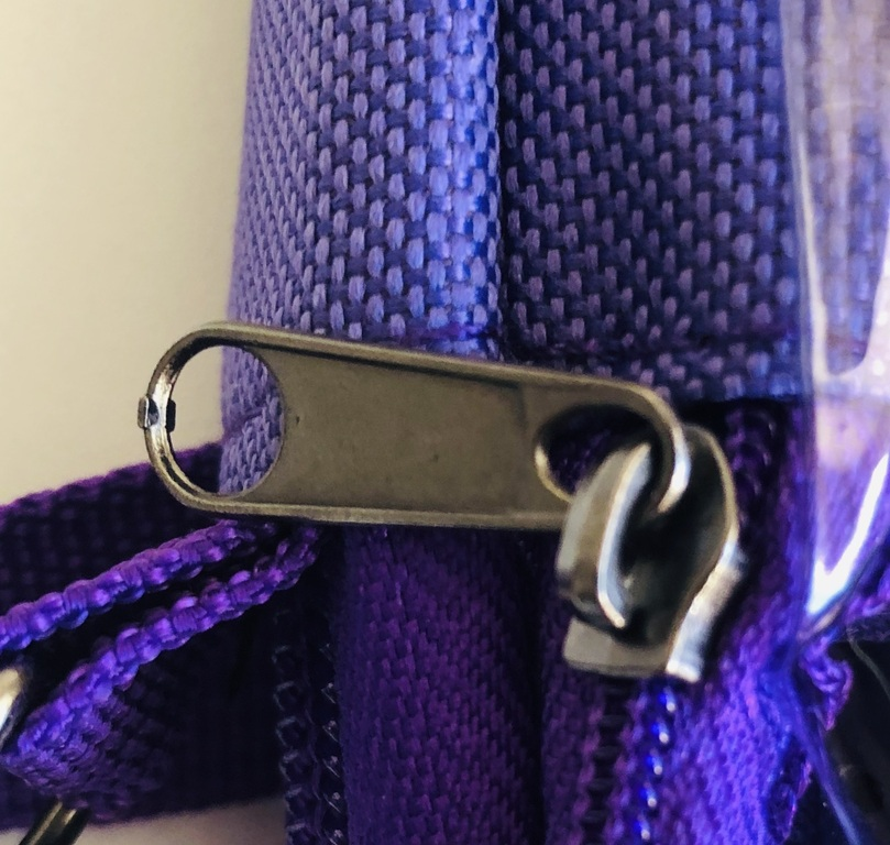 A closeup of the zipper on the Pin Folio Show