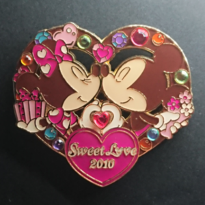 Tokyo Disney Resort - Sweet Love 2010 - Mickey and Minnie  pin