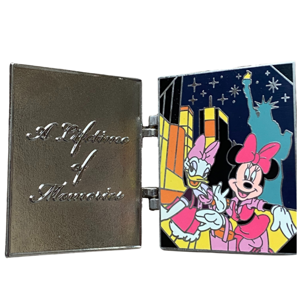 Disney Vacation Club hinged - A lifetime of memories - Daisy and Minnie in New York pin