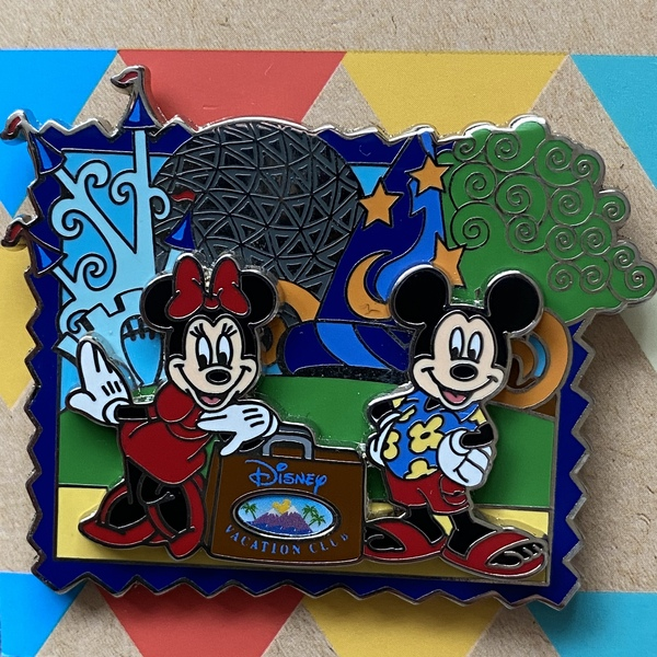 Disney Vacation Club 4 Parks - Minnie & Mickey pin