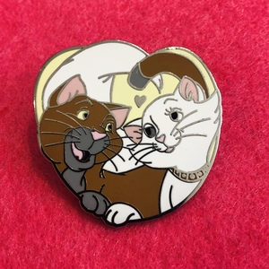 Duchess and Thomas - Mystery Couples pin