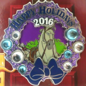 Saratoga Springs - Holiday Wreaths Resort Collection pin