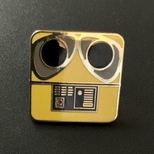 Wall-e box pin