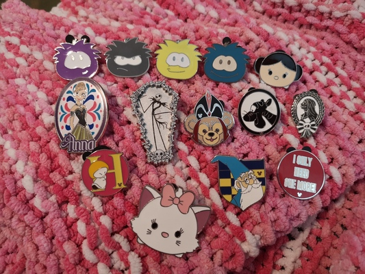 Trading pins at Disneyland Paris