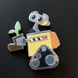 Wall-e plant pin