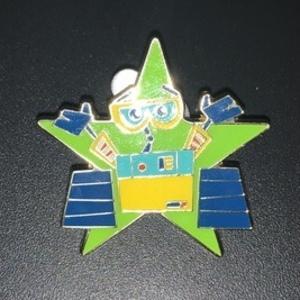 Wall-e star pin