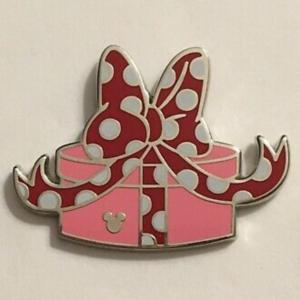 Hidden Mickey 2019 - Minnie's Present pin