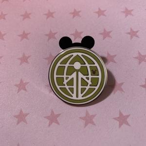 World Showcase - Hidden Mickey Retro EPCOT pin