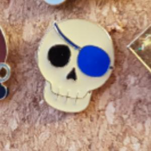 Primark Emoji- Jolly Rodger / Skull pin